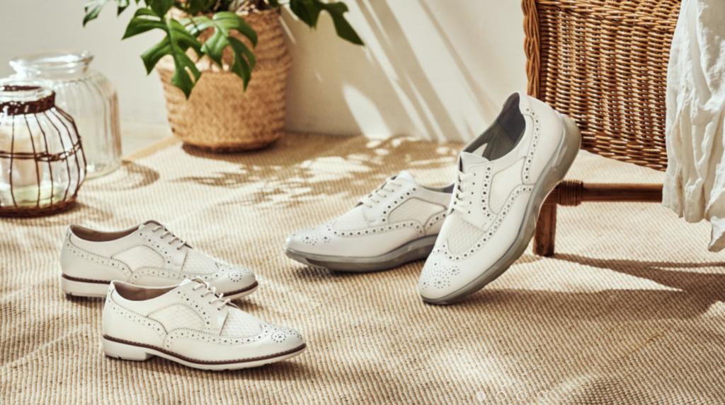 texcy luxeの親会社であるアシックスの革靴